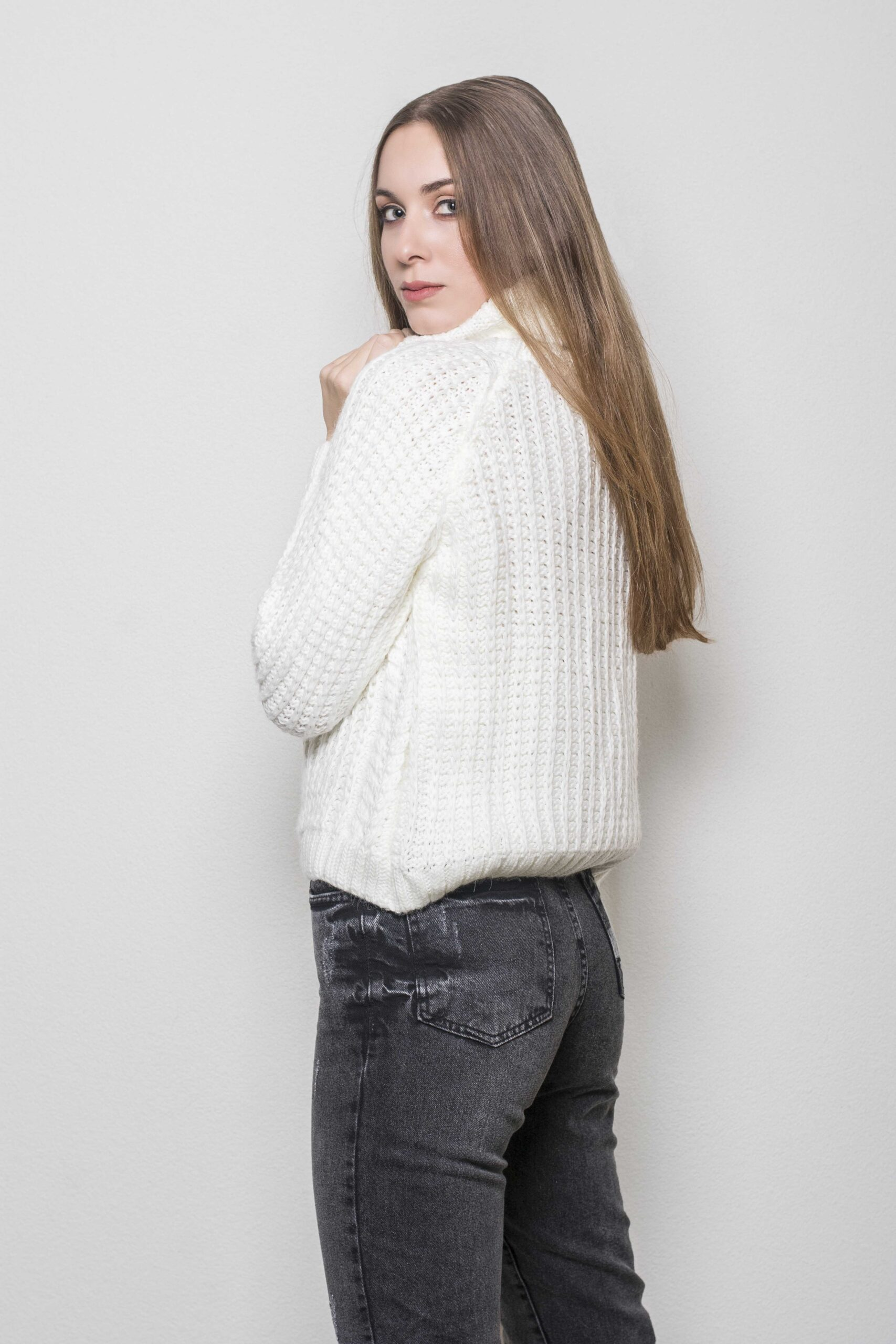 Oversize Knitted BLUE WITH ZIVAGO (WHITE)